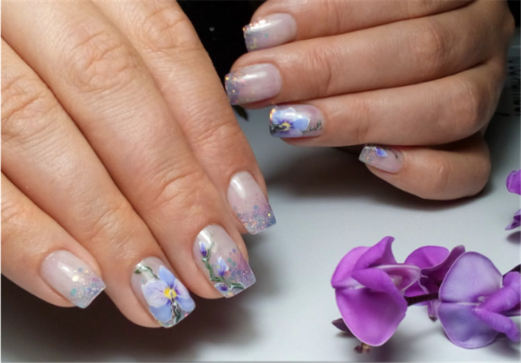 20 Chic and Stylish Flowers Nails Art Design Ideas 2019, Exquisitely decorated flowers present a chic creative and stylish aesthetic on the nails/></p> <p><a href=