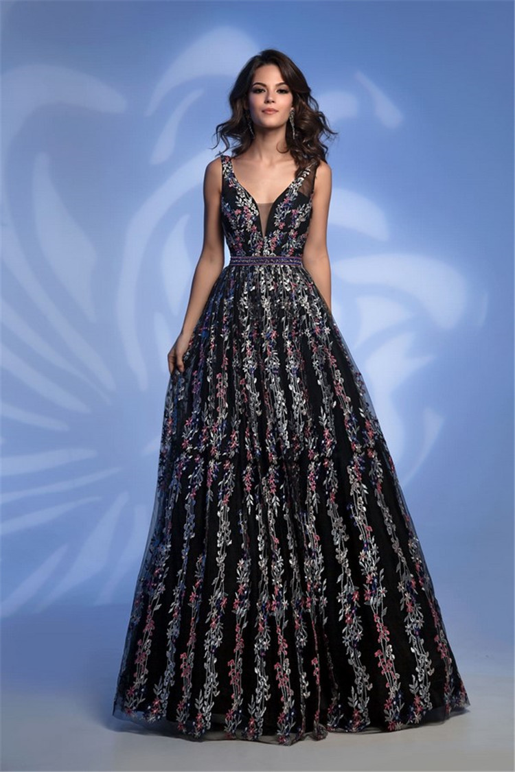 Spectacular prom dress 2019-2020 - photos of new projects and major trends of the season />–nextpage–><br /> What new graduation gown surprises the trend of the 2019-2020 season, let's take a look at the vivid photo of the most beautiful prom dress in the latest evening dress collection.<br /> <img src=
