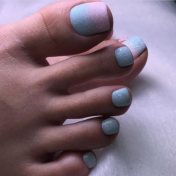 We decorate the legs with beautiful and stylish pedicures - new photo 2019-2020/></p> <p><a href=