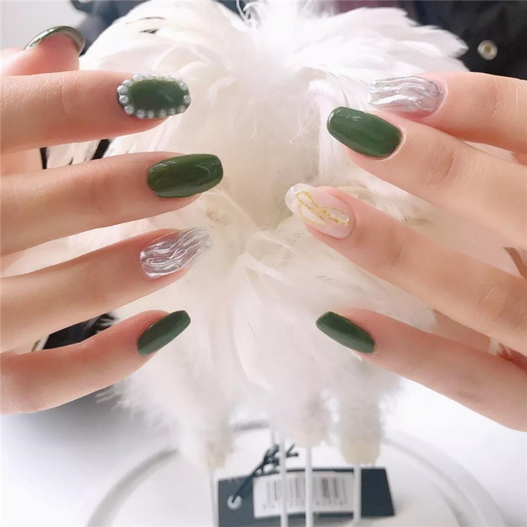 Nail tens of millions of nails, or green is the most eye-catching!/>–nextpage–></p> <p>This color of the nail art is very small and fresh, the literary and artistic style is full, small face small series to recommend a few green nails for everyone, I believe you will like it!</p> <p><img src=