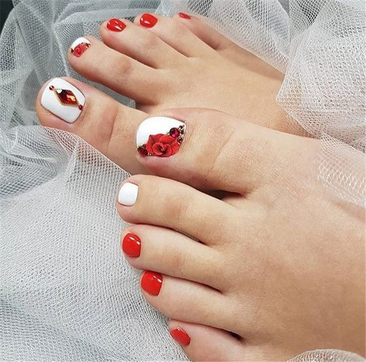 Clever fashion design manicure and decoration/>–nextpage–></p> <p>As has been said many times, the thumb of the thumb falls below the picture. The patterned, stylish pedicure is a great opportunity to stand out and create a truly unique and unparalleled design.<br /> <img src=