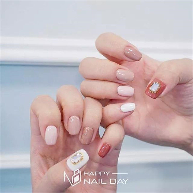 Nail trend! Put your fingertips on the new color/></p> <p><a href=