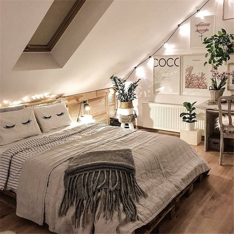 Stunning and warm girl bedroom bedding decoration/>–nextpage–></p> <p>This warm and intimate nest makes people feel relaxed at a glance. Even the simple white, with some childlike patterns, can create such a very lively and warm atmosphere.<br /> <img src=