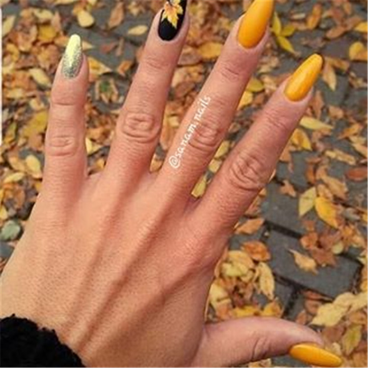 100+ Acrylic Creative Fashion Nail Ideas/></p> <p><a href=