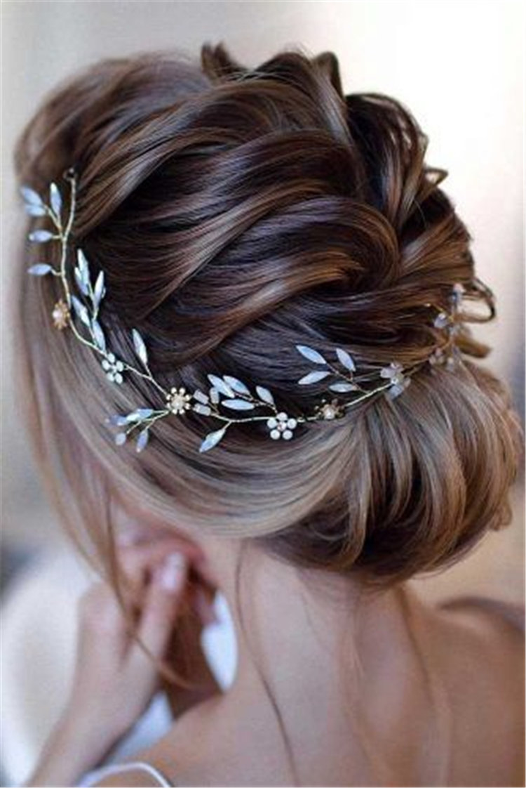 90+ Stunning Christmas Fashion Creative New Year Hairstyles/></p> <p><a href=