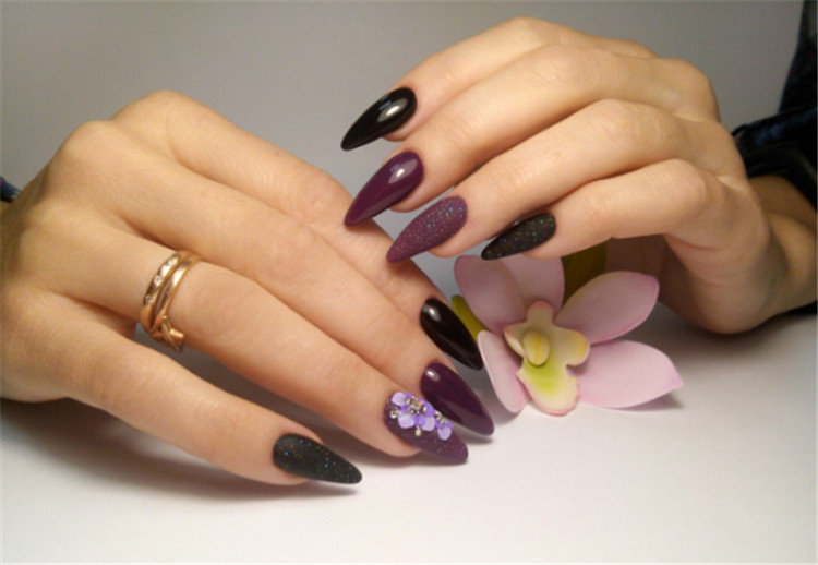 The trend of the most fashionable manicure with flowers in 2020-2021-floral nail design/></p> <p><a href=